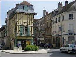 Comment appelle-t-on les habitants de Bar-sur-Aube (Aube) ?