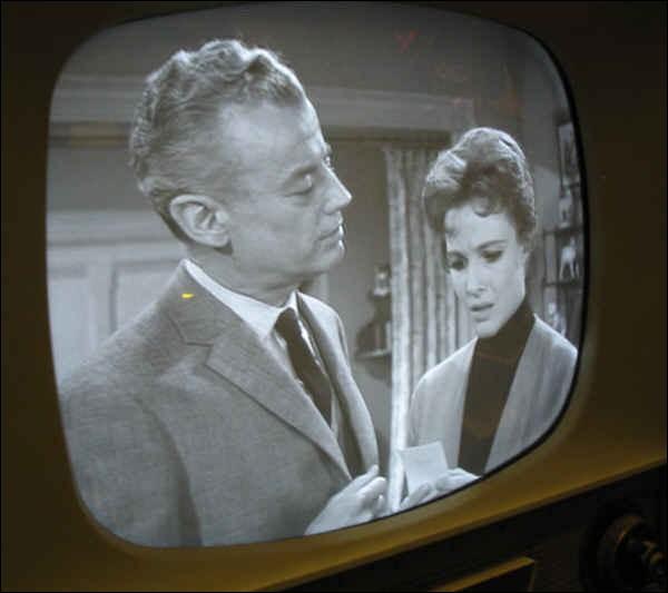 En quelle année a été diffusée la première émission de télévision française en noir et blanc ?