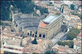 Je vous emmène faire un tour au théâtre antique d'Orange (Vaucluse). Comment s'appellent les habitants de cette ville ?