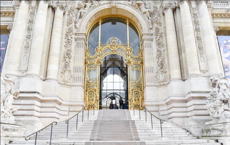 Comment s'appelle ce bâtiment situé près des Champs-Élysées, face au Grand Palais ?