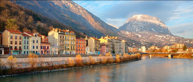 Dans quel département se situe la ville de Grenoble ?