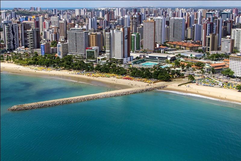 Fortaleza est la capitale du Ceará. Où se situe cette ville ?