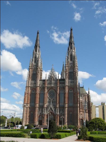 La Plata est une ville située au/en :