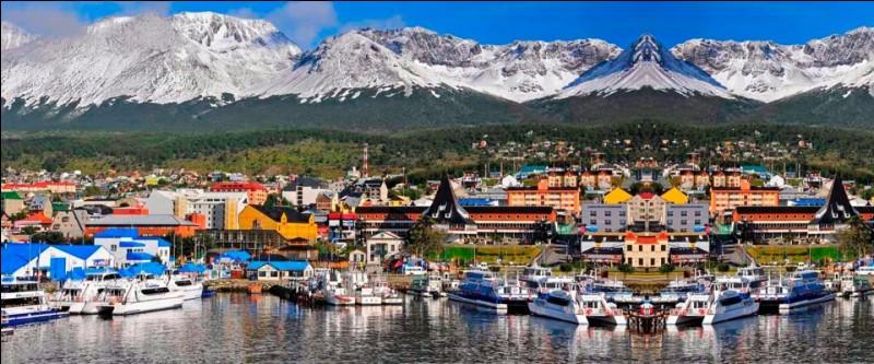 Où se situe la ville touristique Ushuaïa ?