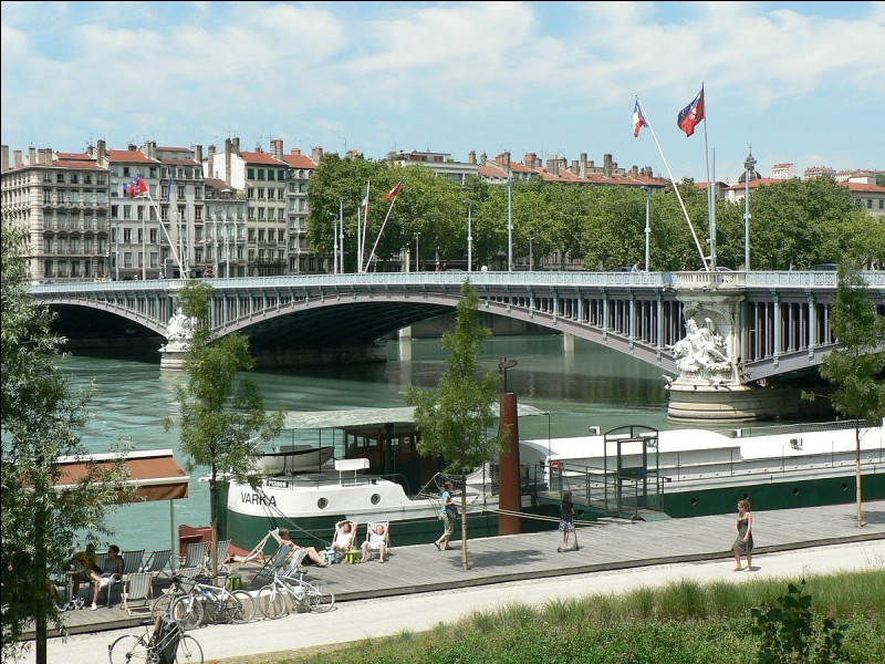 Comment se nomme le troisième plus ancien pont de Lyon enjambant le Rhône ?