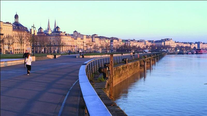 De quelle région Bordeaux est-elle la préfecture ?