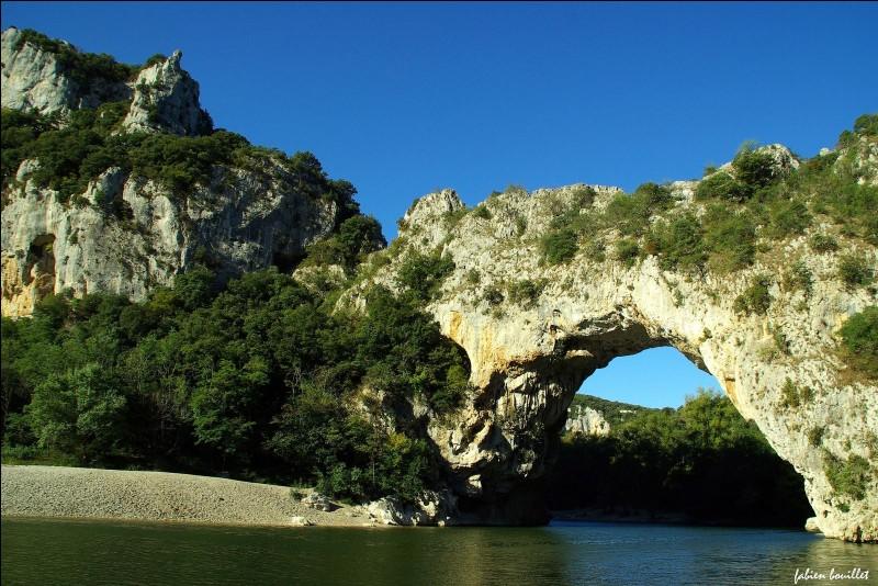 Comment se nomme le canyon de 30 km que l'on peut parcourir en canoë ?