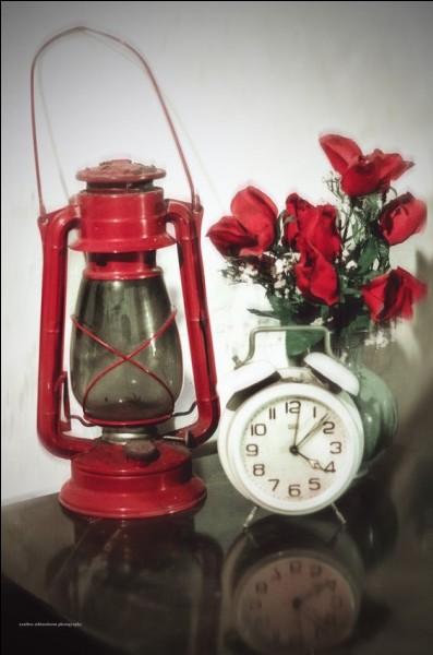 """Le titre de la chanson d'Aphrodite Child était """"It's... o'clock"""""""