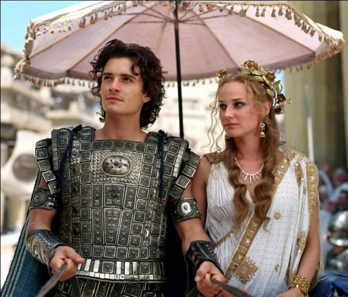 Quels étaient les prénoms du roi de Troie, ceux de ses fils et de sa femme ?