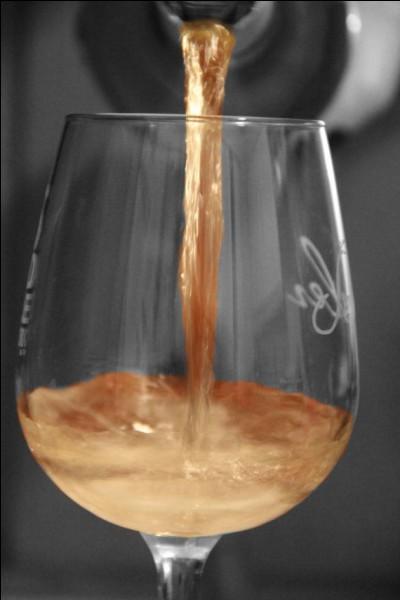 """De quel écrivain français né en 1848, est la citation """"Quand mon verre est vide, je le plains, quand il est plein je le vide"""" ?"""