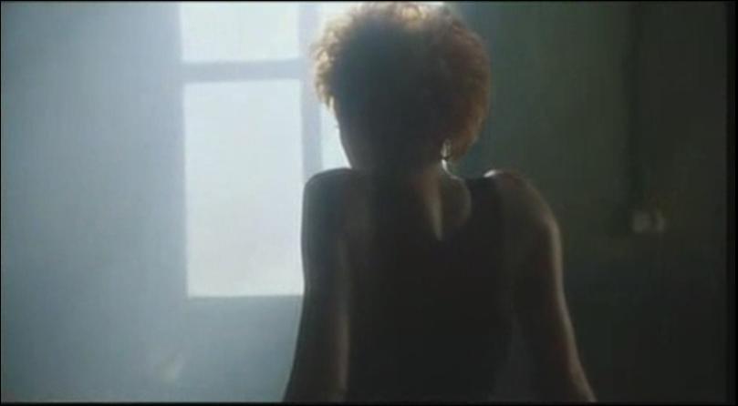 Dans quel clip pouvons-nous voir Mylène de dos ?