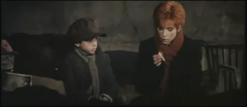 Dans quel clip pouvons-nous voir Mylène fumer une cigarette ?
