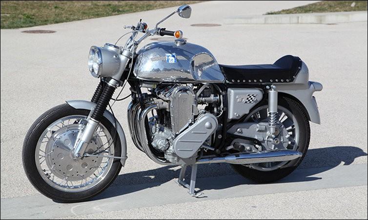 Voici une célèbre « Münch 1000 TT » de 1966, que nous avons revue en 2010 dans un film éponyme avec Depardieu. Quel est son nom ?