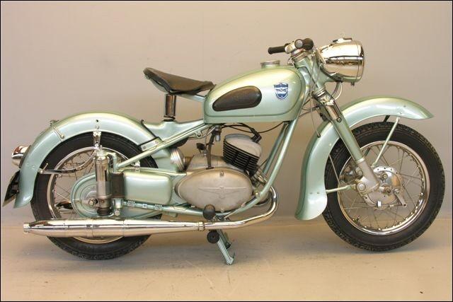 Ce fabriquant de machines à écrire fut allié à Triumph, mais pas pour les motocyclettes ! Quelle est cette marque ?