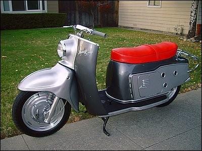 Les concepteurs de cette firme germanique (1926-1983) ont eu pas mal de succès avec ce scooter. Mais ne dirait-on pas qu'ils lui ont donné (presque) un nom de chanteuse ?
