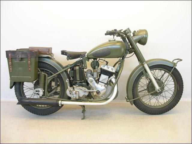 Dans cette usine d'Herstal, on fabriqua des armes dès 1850, des bicyclettes... pour en arriver aux motos (de 1900 à 1962). Sous quelle marque et dans quel pays ?