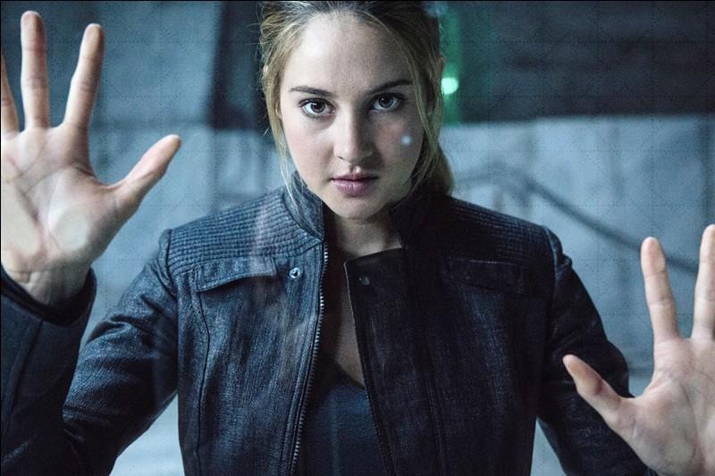Beatrice change son nom en Tris.