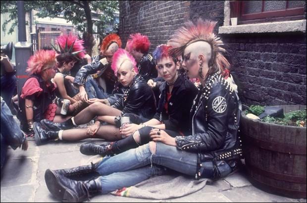 Des boots que l'on voit chez les skins et les punks ; ce sont des :