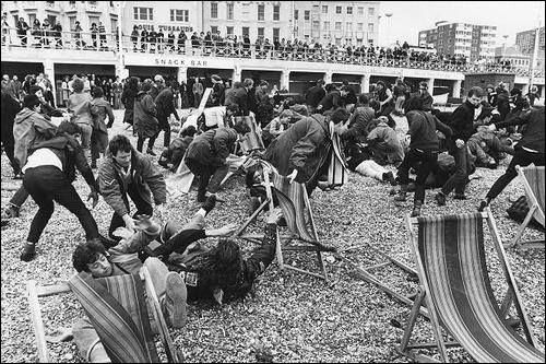 Une station balnéaire britannique fut le théâtre de plusieurs affrontements entre mods et rockers dans les années 60. Quelle est cette ville ?