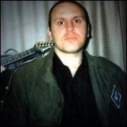 """De quoi est mort le chanteur de """"skrewdriver"""" Ian Stewart ?"""