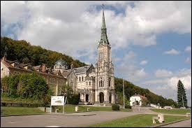 Village de Jeanne d'Arc, les habitants de Domrémy-la-Pucelle (Vosges) se nomment ..