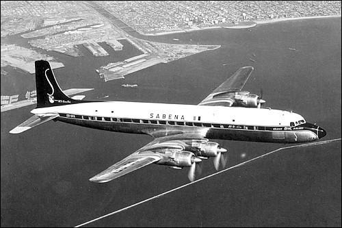 Mis en service en 1953, cet appareil transportait 100 passagers ; dans son ultime version en 1956, il est le premier avion de ligne à pouvoir, en service commercial régulier, traverser l'Atlantique Nord dans les deux sens sans escale. De quel avion s'agit-il ?