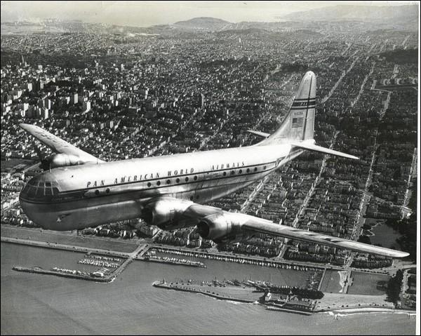 Appelé Stratocruiser, cet avion de ligne, mis en service en 1949 a été surtout utilisé par les compagnies américaines et par la BOAC. De quel avion s'agit-il ?