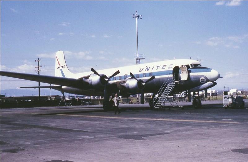 Mis en service en 1947, cet appareil, produit à 700 exemplaires, effectue son premier vol transatlantique avec la Panam et équipe un grand nombre de compagnies aériennes. De quel avion s'agit-il ?