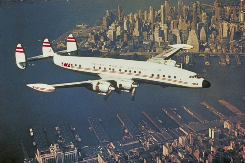 Mis en service en 1945, le Constellation, produit à plus de 800 exemplaires, a été utilisé d'abord par la TWA et la Panam puis par toutes les grandes compagnies. C'est le premier avion de ligne pressurisé en utilisation généralisée, il inaugure l'ère du service aérien abordable et confortable. Quel est le constructeur du Constellation ?