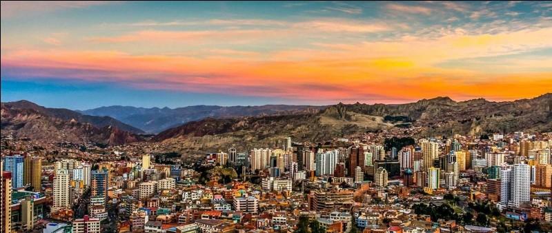 De quel pays La Paz est-elle la capitale administrative la plus haute du monde ?