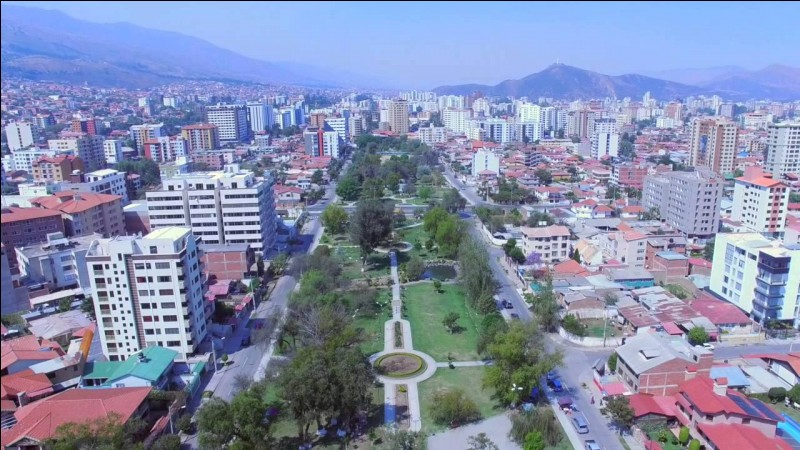 Cochabamba est le siège du Parlement sud-américain. Quel est son pays ?