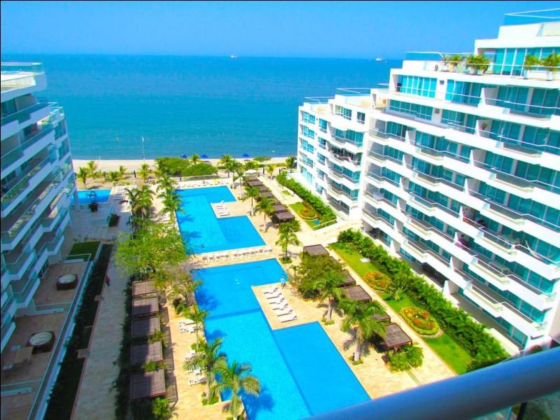Santa Marta est une ville située dans la mer des Caraïbes. À quel pays appartient cette ville ?