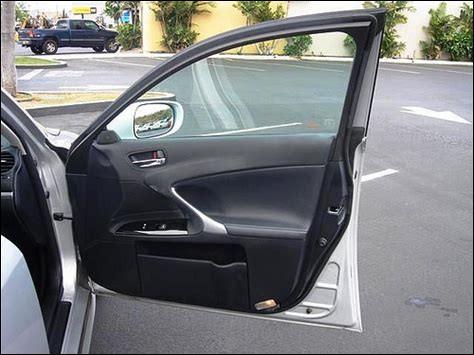 Striker, un border collie, est le chien le plus ingénieux du monde ! Dans une voiture, il est capable d'ouvrir une fenêtre non-électrique en...