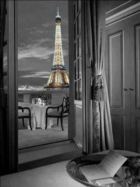 """Qui chantait """"Demain Paris, demain Paris, aucun cadran n'affiche la même heure"""" ?"""
