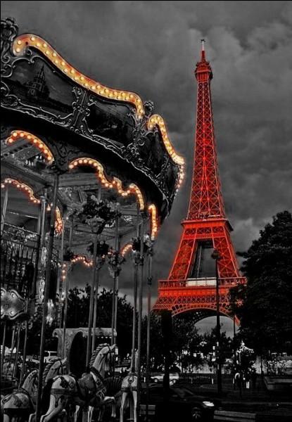 """Qui a écrit """"Paris est une fête"""" ?"""