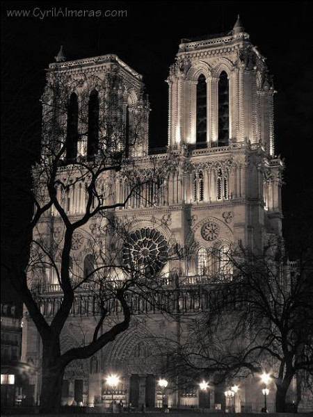 """Qui a écrit """"Notre-Dame-de-Paris"""" ?"""