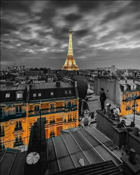 """Qui a écrit """"Les Mystères de Paris"""" ?"""
