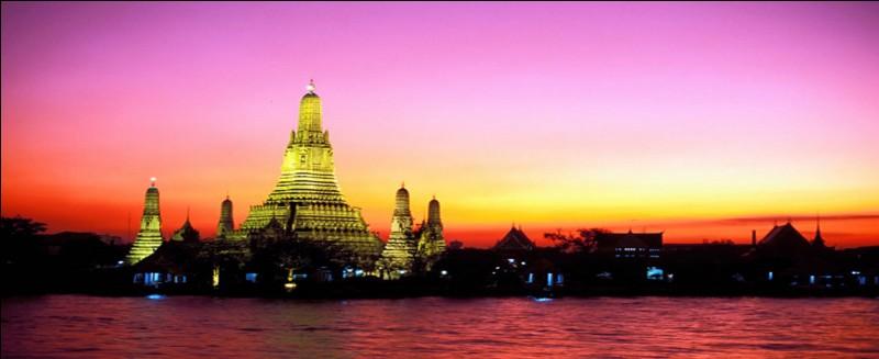 Le lieu d'habitat de l'oiseau, précédemment trouvé dans la question 9, est la Thaïlande. J'affirme que le Laos est un pays limitrophe de cet État.