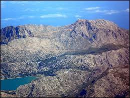 Quel nom porte ce pic majorquin, culminant à 1455 mètres d'altitude ?