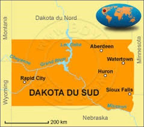 Devenu le 40e État à intégrer l'Union, le 2 novembre 1889, le Dakota du Sud se situe au nord des États-Unis. D'une superficie de 199 905 km² pour une population de 814 180 citoyens, elle est coupée en deux par la rivière Missouri. Destination appréciée pour le mont Rushmore et sa chaîne de montagnes, les Black Hills : quel est le nom de sa capitale depuis l'intégration de son territoire ?