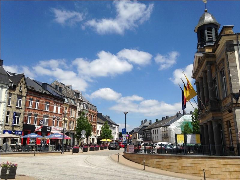 Nous terminons notre voyage en Belgique, à Neufchâteau. C'est bien ainsi qu'on écrit le nom de cette ville ?
