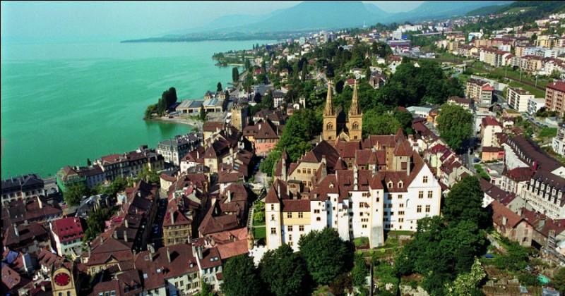 Comme s'appelle cette ville ? Neuchâtel ou Neufchâtel ?