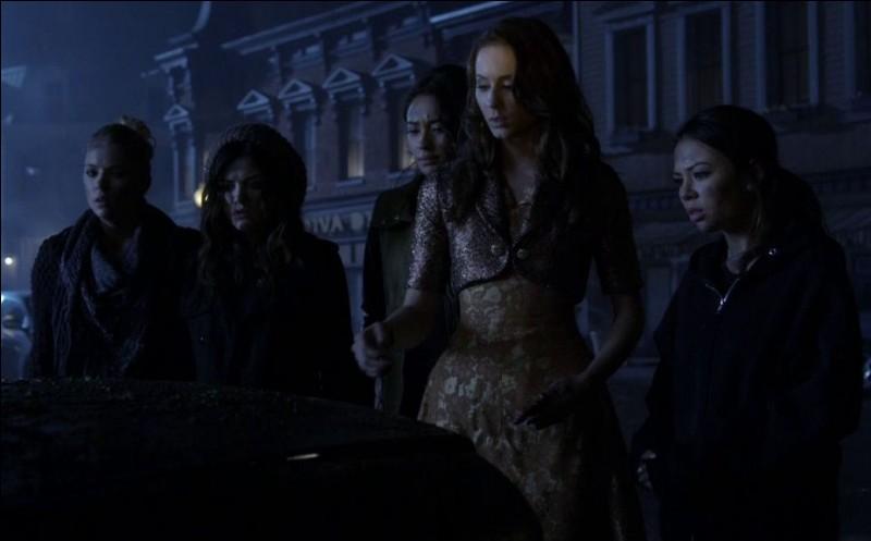 Que retrouvent les 5 filles dans le coffre de la voiture de Darren Wilden ?
