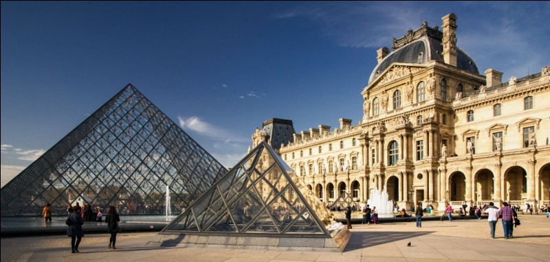En quelle année la pyramide du Louvre a-t-elle été inaugurée ?