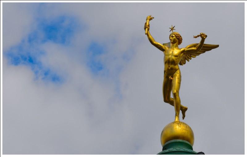 Comment se nomme cette sculpture qui orne le sommet de la colonne de Juillet à Paris ?