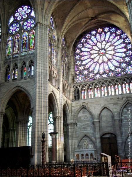 Dans quelle ville se situe la basilique qui abrite la nécropole royale ?