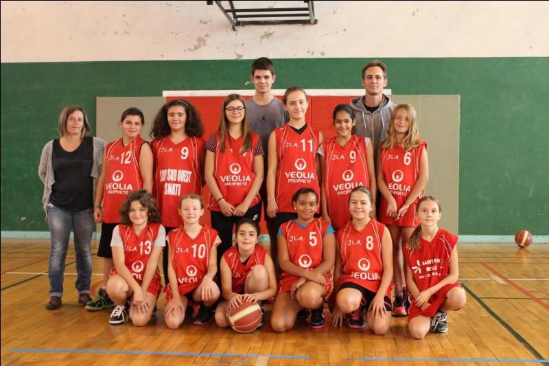Combien d'équipe(s) féminine(s) comporte la JLA Basket ?
