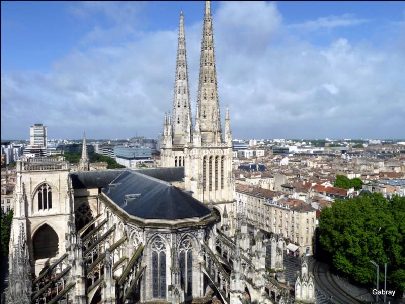 Comment se nomme la cathédrale bordelaise dans laquelle le mariage de Louis VII fut célébré ?