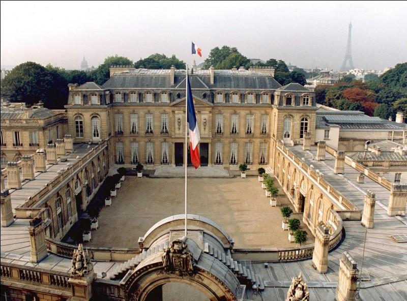 Quel est cet édifice politique important situé dans le 8e arrondissement de Paris ?