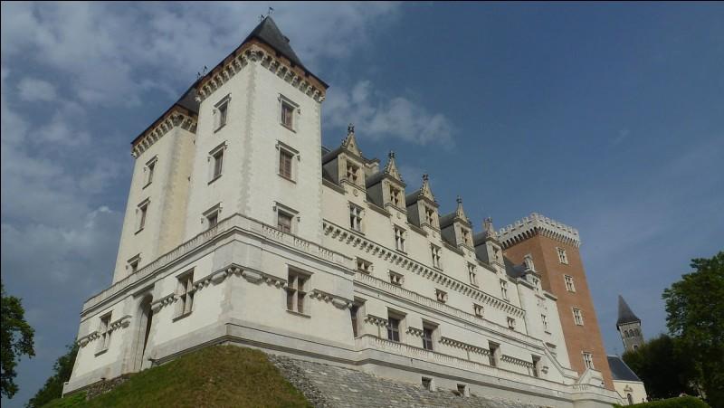 Quel roi de France est né au château de Pau dans le Béarn ?